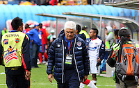 PASTO -COLOMBIA, 26-OCTUBRE-2014.   Julio Comesana director tecnico  del Atletico Junior abandona el campo de juego decepcionado al dejarse empatar en el ultimo minuto por el Deportivo Pasto y quedar por fuera de los cuadrangulares finales.  Accion de juego entre los equipos Deportivo Pasto y Atletico Junior   partido de la fecha 16 de la Liga Postobon II 2014 jugado en el estadio Libertad de la ciudad de Pasto./ Julio Comesna coach of  Atletico Junior leaves the field to be left disappointed at the last minute to tie the Deportivo Pasto and left out of the final game runs.. Action game between Deportivo Pasto and Atletico Junior team match of the day 16 of the 2014 Liga Postobon II played in the Liberty Stadium Pasto during match valid for the 16th date of Postobon League II 2014 played at Libertad stadium in Pasto city. Photo: VizzorImage  / Leonardo Castro / Stringer