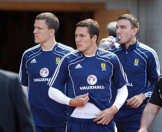 Don Cowie with Gary Caldwell and Robert Snodgrass