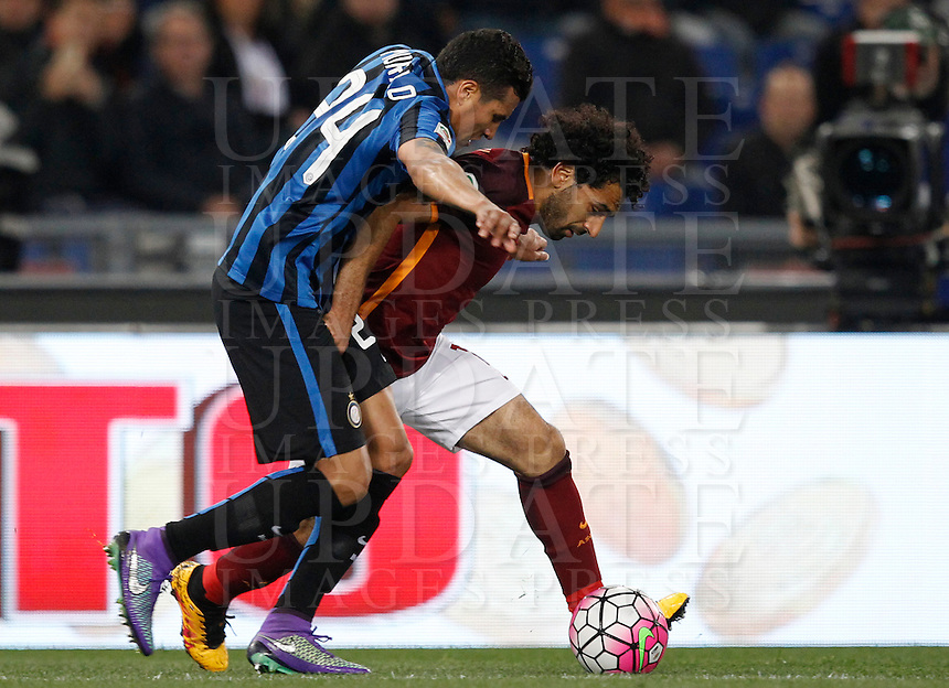 Calcio, Serie A: Roma vs Inter. Roma, stadio Olimpico, 19 marzo 2016.<br /> Roma's Mohamed Salah, right, is challenged by FC Inter's Jeison Murillo during the Italian Serie A football match between Roma and FC Inter at Rome's Olympic stadium, 19 March 2016. The game ended 1-1.<br /> UPDATE IMAGES PRESS/Riccardo De Luca