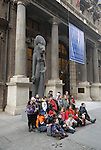 Foto di gruppo davanti al Museo Egizio. Group photograph in front of the Egyptian Museum