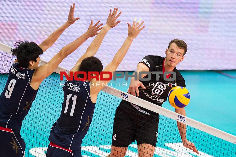 07.09.2014, Spodek, Kattowitz<br /> Volleyball, FIVB Volleyball Men`s World Championship 2014, Deutschland (GER) vs. Korea (KOR)<br /> <br /> Block / Doppelblock Seung-Suk Kwak (#9 KOR), Min-Ho Choi (#11 KOR) - Angriff Denis Kaliberda (#6 GER)<br /> <br />   Foto &copy; nordphoto / Kurth