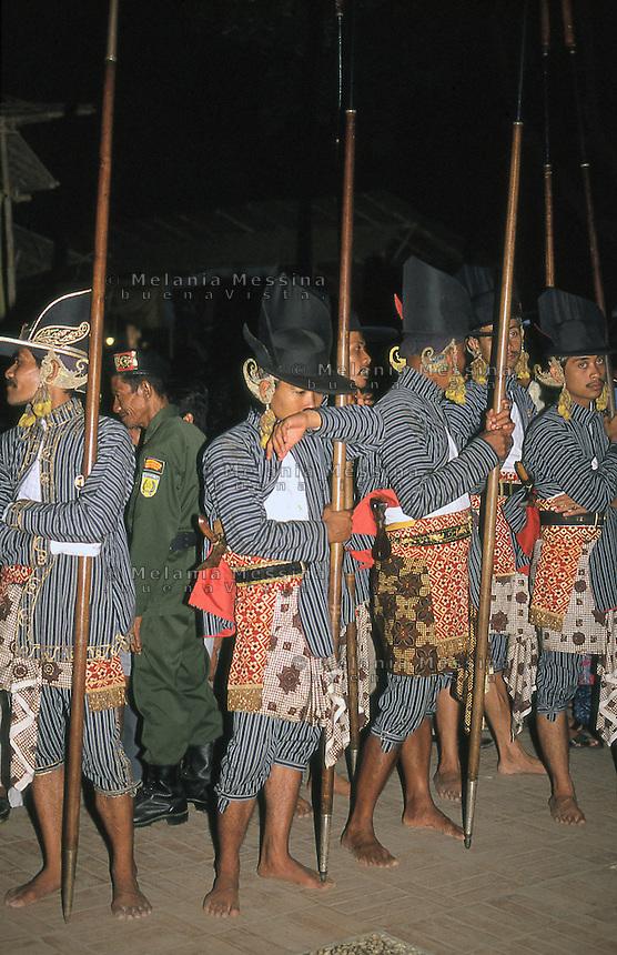 Indonesia, Java island, Yogyakarta: sultan's guards during sekat&egrave;n .<br /> Indonesia; Giava, Yogyakarta: guardie del sultano durante il sekat&egrave;n