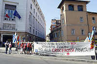 Roma, 17 Luglio 2012.Presidio di lavoratori e lavoratrici al Ministero della Salute contro i tagli alla sanità e la privatizzazione della Croce Rossa