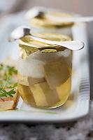 """Europe/France/Rhone-Alpes/73/Savoie/St-Marcel:Yaourt de foie gras de canard,en pot au feu mousseux, pâte fine aux légumes de cuisson - Recette de René et Maxime  Meilleur  Hotel-restaurant """"La Bouitte"""""""
