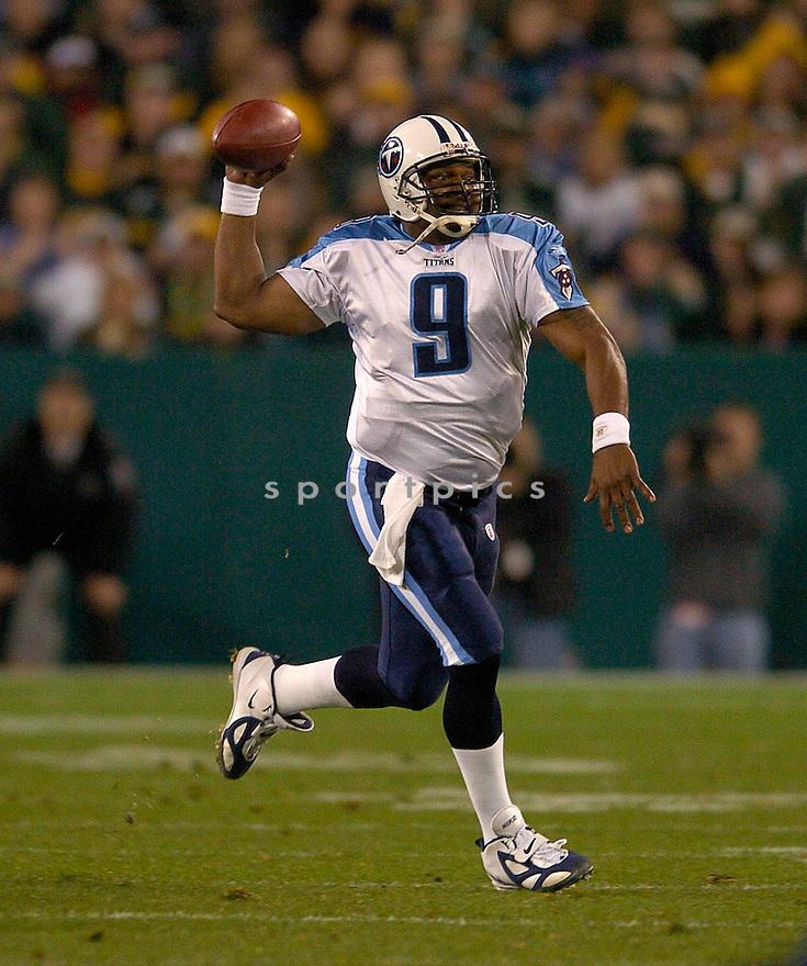 Steve McNair durng the Titans v. Packers game on October 11, 2004...Titans win 48-27..Chris Bernacchi / SportPics