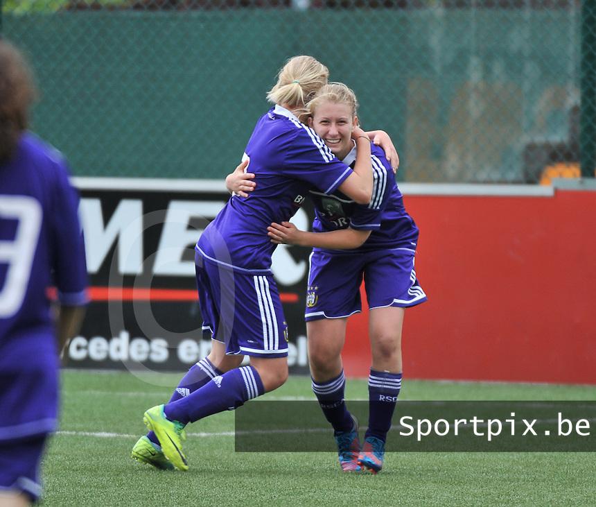 AA Gent Ladies U16 - RSC Anderlecht :  Elien De Smedt scoort en deelt haar vreugde met Mathilde Quievy (links).foto DAVID CATRY / Nikonpro.be