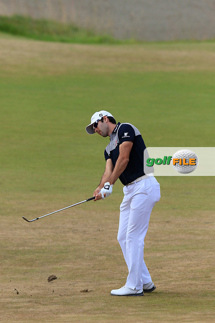 Cameron Tringale (USA) chips into the 1st green during Thursday's Round 1 of the 2015 U.S. Open 115th National Championship held at Chambers Bay, Seattle, Washington, USA. 6/18/2015.<br /> Picture: Golffile | Eoin Clarke<br /> <br /> <br /> <br /> <br /> All photo usage must carry mandatory copyright credit (&copy; Golffile | Eoin Clarke)
