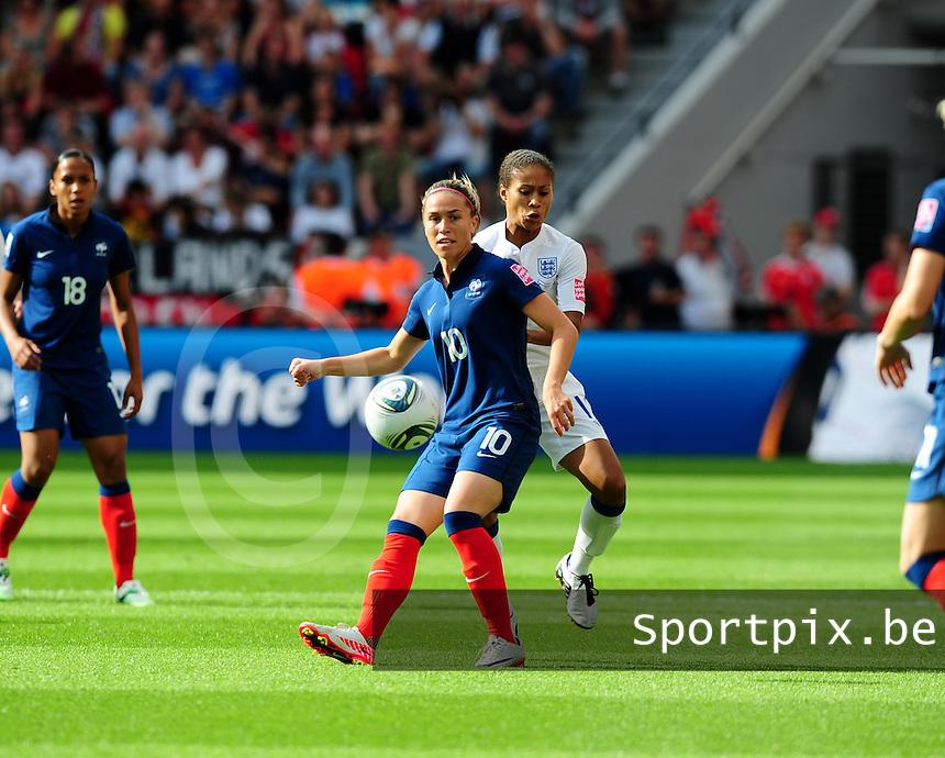 Fifa Women's World Cup Germany 2011 : England - France - at Leverkusen : Camille Abily aan de bal voor Rachel Yankey.foto DAVID CATRY / Vrouwenteam.be