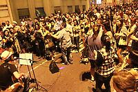SAO PAULO, SP,  1 DE JULHO  - FESTA JUNINA MINHOCAO 2012- Neste Domingo 1 de julho acontece a Festa Junina do Minhocão, entre barracas de comidas tipicas e diferentes apresentacoes de musica na regiao central da capital paulista. FOTO: GEORGINA GARCIA/ BRAZIL PHOTO PRESS.