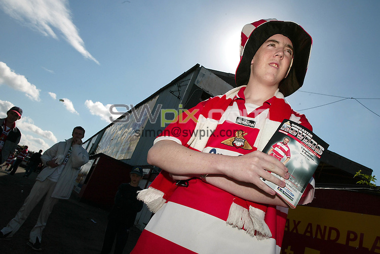 Pix, Shaun Flannery/SWpix. Nationwide Conference..Doncaster Rovers v Dagenham & Redbridge, 7/9/2002..COPYRIGHT PICTURE>>SIMON WILKINSON>>01943 - 436649>>..Rovers supporter Michael Leneghan in hopeful mood.
