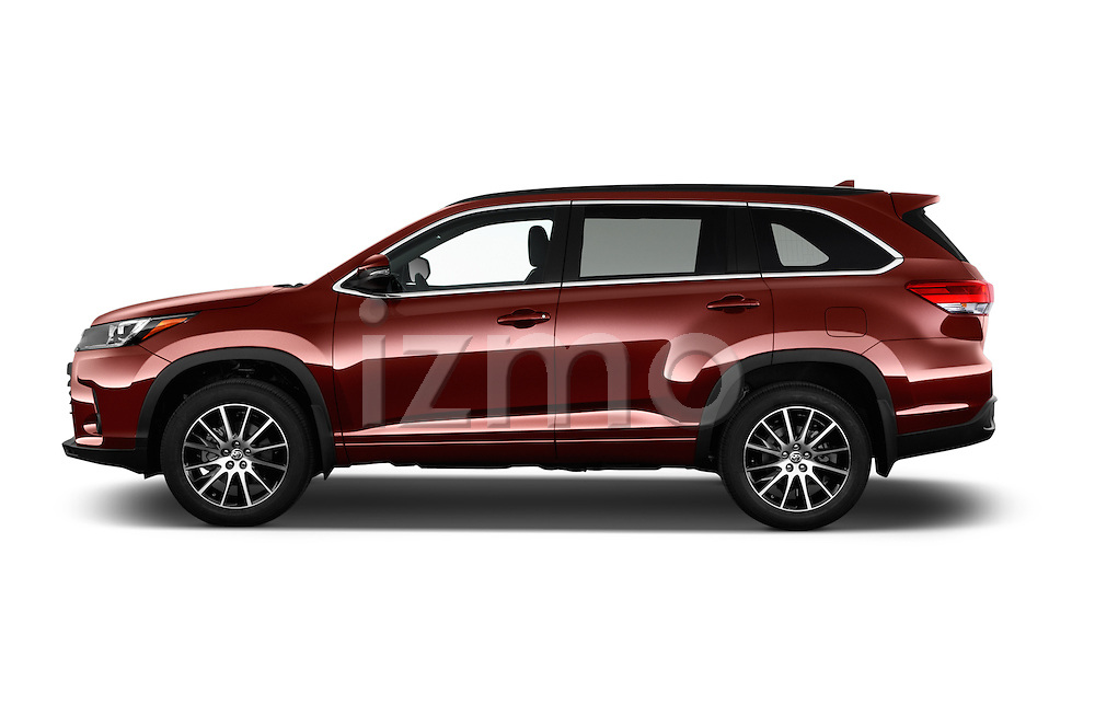 Car Driver side profile view of a 2017 Toyota Highlander SE 5 Door SUV Side View