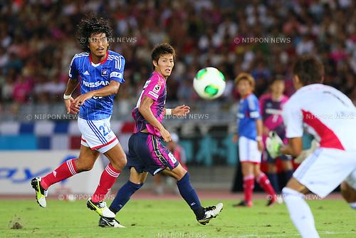 (L-R) Yuji Nakazawa (F Marinos), Yoichiro Kakitani (Cerezo), Tetsuya Enomoto (F Marinos), SEPTEMBER 14, 2013 - Football / Soccer : <br /> 2013 J.LEAGUE Division 1, 25th Sec <br /> match between Yokohama F Marinos 1-1 Cerezo Osaka<br />  at Nissan Stadium in Kanagawa, Japan. (Photo by AFLO SPORT) [1156]
