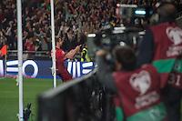 LISBOA, PORTUGAL, 29 DE MARÇO 2015 - QUAL. UEFA EURO 2016 - PORTUGAL X SÉRVIA -  Jogador Fábio Coentrão festeja o segundo golo de Portugal durante jogo de qualificação para o Europeu de futebol entre Portugal X Sérvia, no Estádio da Luz, em Lisboa, Portugal. (Foto: Bruno de Carvalho - Brazil Photo Press)