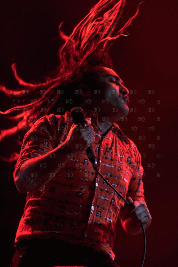 CIUDAD DE M&Eacute;XICO, Noviembre 23, 2013. El cantante argentino, Carlos Rodr&iacute;guez, del grupo, Boom Boom Kid, fueron los encargados de abrir el concierto de Los Fabulosos Cadillacs  en el Foro Sol de la Ciudad de M&eacute;xico, el 23 de noviembre de 2013. El grupo argentino lleg&oacute; a M&eacute;xico con  la gira mundial &quot;El Ritmo de la Luz&quot;.  FOTO: ALEJANDRO MEL&Eacute;NDEZ<br /> <br /> MEXICO CITY, Nov. 23, 2013. The Argentine singer, Carlos Rodriguez, of the group, Boom Boom Kid, were responsible for opening the Fabulous Thunderbirds concert at Foro Sol in Mexico City, on November 23, 2013. The Argentine group came to Mexico with the World Tour &quot;Rhythm of Light&quot;. PHOTO: ALEJANDRO MELENDEZ