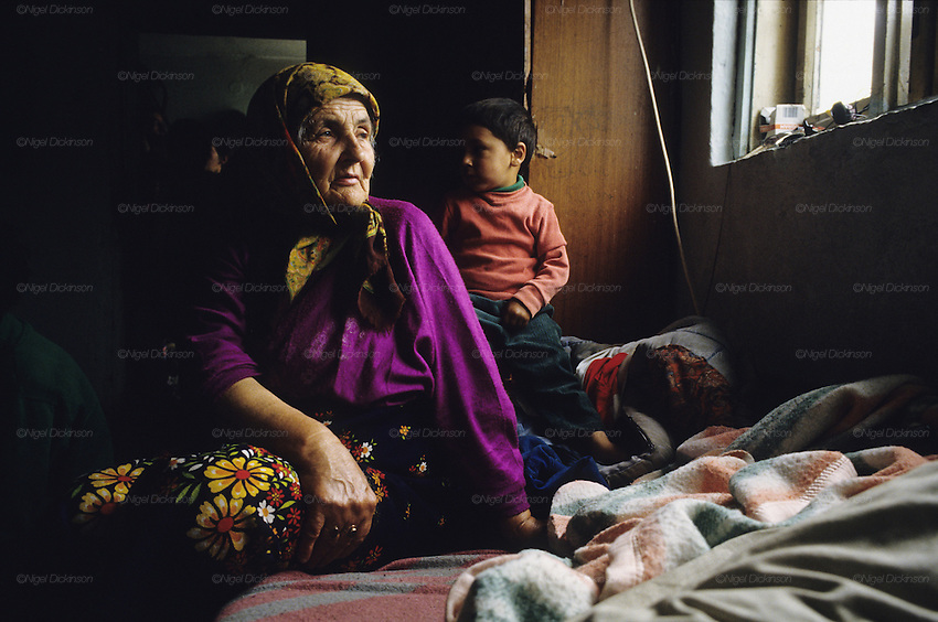 Bosnian Roma Refugees in no-mans land between Travnik and Vitez 1994<br />