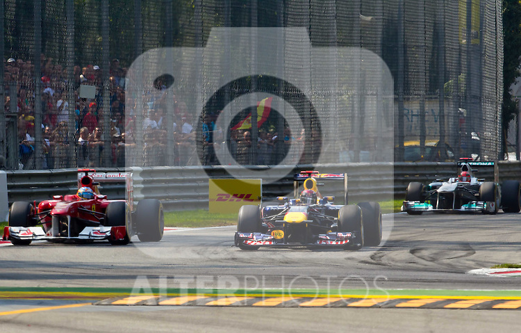 11.09.2011, Autodromo Nationale, Monza, ITA, F1, Grosser Preis von Italien, Monza, im Bild Fernando Alonso (ESP), Scuderia Ferrari, Sebastian Vettel (GER), Red Bull Racing-Renault und dahinter Michael Schumacher (GER), Mercedes GP Petronas F1 Team   // during the Formula One Championships 2011 Italian Grand Prix held at the Autodromo Nationale, Monza, near Milano, Italy, 2011-09-11, EXPA Pictures © 2011, PhotoCredit: EXPA/ J. Feichter