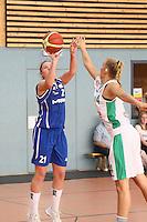 Melissa Kolb (SG Weiterstadt) wirft gegen Pery (Bamberg)