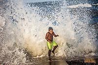 Ondas fortes quebram nas praias de ajuruteua na foz do rio Amazonas.<br /> Bragança, Pará, Brasil.<br /> Foto Carlos Borges
