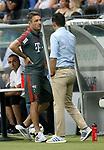 12.08.2018, Commerzbank - Arena, Frankfurt, GER, Supercup, Eintracht Frankfurt vs FC Bayern M&uuml;nchen , <br />DFL REGULATIONS PROHIBIT ANY USE OF PHOTOGRAPHS AS IMAGE SEQUENCES AND/OR QUASI-VIDEO.<br />im Bild<br />Dr. Jochen Hahne informiert Trainer Niko Kovac (M&uuml;nchen) und Co-Trainer Robert Kovac (M&uuml;nchen) &uuml;ber den Gesundheitszustand von David Alaba (M&uuml;nchen), Sportdirektor Hasan Salihamidzic (M&uuml;nchen)<br /> <br /> Foto &copy; nordphoto / Bratic