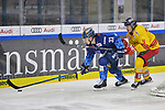 Tim Wohlgemuth (Nr.33 - ERC Ingolstadt) und Johannes Johannessen (Nr.4 - Duesseldorfer EG) beim Spiel in der DEL, ERC Ingolstadt (dunkel) - Duesseldorfer EG (hell).<br /> <br /> Foto © PIX-Sportfotos *** Foto ist honorarpflichtig! *** Auf Anfrage in hoeherer Qualitaet/Aufloesung. Belegexemplar erbeten. Veroeffentlichung ausschliesslich fuer journalistisch-publizistische Zwecke. For editorial use only.