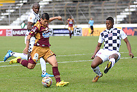 IBAGUE -COLOMBIA, 31-ENERO-2015. Robin Ramirez  del Deportes Tolima disputa el balon contra el  Chico F.C durante la primera fecha de La Liga Aguila jugado en el estadio Manuel Murillo Toro de la ciudad de Ibague. / Robin Ramirez  of Deportes Tolima dispute for the ball against of Chico F.C.  during the first round of La Liga Aguila played at Manuel Murillo Toro   stadium in Ibague city. Photo / VizzorImage / Juan Carlos Escobar /  Stringer