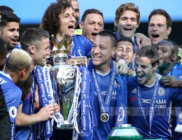 Chelsea's John Terry with the trophy during the Premier League match at Stamford Bridge Stadium, London. Picture date: May 18th, 2017. Pic credit should read: David Klein/Sportimage