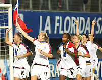Santiago, Chile: American players celebrate their victory in the Fifa U-20 Women´s World Cup, after defeat Korea DRP's team in the Florida´s Municipal Stadium, on December 07 th, 2008. By Grosnia / ISIphotos.com