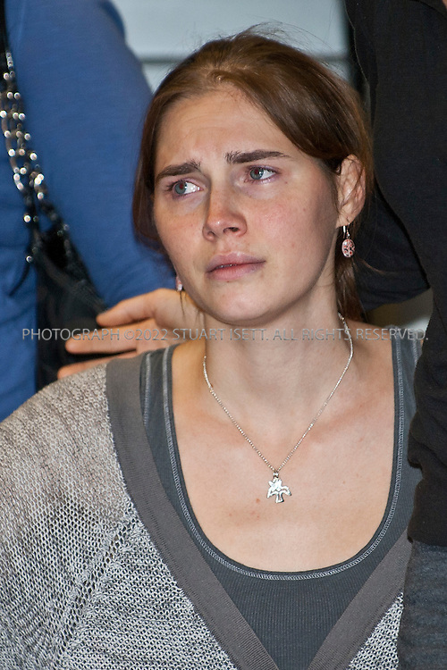 10/4/2011--Seatac, WA, USA..Amanda Knox meets the press and speaks to reporters moments after clearing customs at Seattle's Seatac Airport. Seattle Oct. 4th 2011. Amanda Knox is arrived back in Seattle at approximately 5pm on British AIrways flight after being acquitted of murder in an Italian court on Monday...©2011 Stuart Isett. All rights reserved.