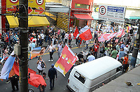 SAO PAULO 27 DE JULHO DE 2012 - ELEICOES 2012 HADDAD - Candidato Fernando Haddad (PT) em caminhada na região da rua 25 de março, na tarde desta sexta feira, regiao central da capital. FOTO: ALEXANDRE MOREIRA - BRAZIL PHOTO PRESS