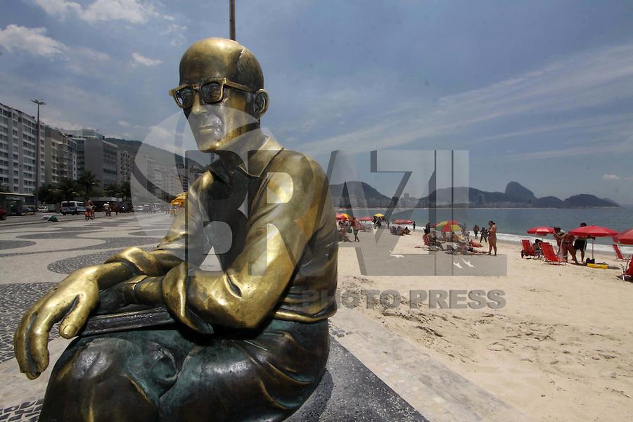 RIO DE JANEIRO,07 DE FEVEREIRO DE 2012- CLIMA TEMPO- Movimentação  na  orla  da  Capital Fluminense-RJ, praia de Copacaban-RJ.<br /> Foto: Guto Maia/ News Free