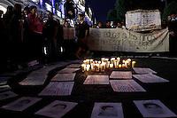 PUEBLA, M&Eacute;XICO; 20 NOVIEMBRE2014.-<br /> <br /> M&aacute;s de tres mil estudiantes de universidades p&uacute;blicas y privadas de la ciudad de Puebla, acompa&ntilde;ados por organizaciones sociales y ciudadanos, realizaron una marcha y plant&oacute;n exigiendo justicia y resoluci&oacute;n en el caso de los 43 normalistas de la comunidad de Ayotzinapa desaparecidos en Iguala Guerrero; as&iacute; como alto a la represi&oacute;n y violencia vivida en el estado de Puebla.<br /> <br /> El pasado mes de julio, tras haber aprobado en el estado la denominada Ley Bala que permite el uso de fuerza p&uacute;blica para resolver conflictos sociales; el gobernador de Puebla Rafael Moreno Valle, orden&oacute; a un peque&ntilde;o cuerpo de granaderos dispersar con gas lacrim&oacute;geno y balas de goma a un grupo de manifestantes de la junta auxiliar de Chalchihuapan quienes exigiendo el restablecimiento del servicio de registro civil en sus comunidades, bloquearon la autopista Puebla-Atlixco por espacio de 4 horas, lo que deriv&oacute; en un enfrentamiento entre granaderos y habitantes en el que un ni&ntilde;o result&oacute; herido y posteriormente falleciera tras el impacto de una bala de goma en la cabeza.<br /> <br /> Tras la represi&oacute;n por parte del gobierno estatal y los hechos violentos en los que el c&aacute;rtel de narco &quot;Guerreros Unidos&quot; participara en la desaparici&oacute;n de 43 normalistas en la ciudad de Iguala Guerrero, la comunidad poblana exige la renuncia del gobernador de Puebla Rafael Moreno Valle y se une a la exigencia del resto de los mexicanos de destituir al actual presidente de la rep&uacute;blica Enrique Pe&ntilde;a Nieto.<br /> <br /> FOTO: HILDA R&Iacute;OS /NortePhoto