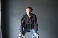 È nato a Bologna ed è ingegnere elettronico. Ospite al Festivaletteratura di Mantova, finalista al Premio Scerbanenco al Noir in Festival di Courmayeur, è considerato dalla critica uno degli scrittori più interessanti e originali della narrativa italiana di oggi. Erba, 12 ottobre 2014. © Leonardo Cendamo