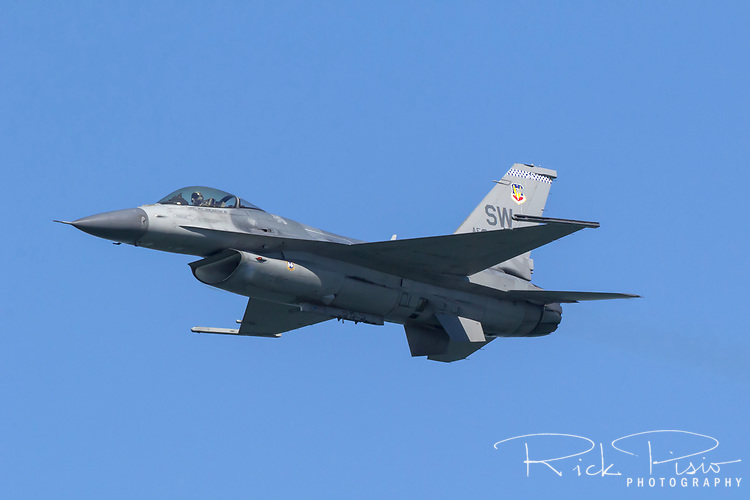 F-16 Viper of the Air Combat Command F-16 Viper Demonstration Team based out of Shaw AFB, S.C., in flight.