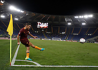 Calcio, Europa League: Roma vs Astra Giurgiu. Roma, stadio Olimpico, 29 settembre 2016.<br /> Roma&rsquo;s Francesco Totti kicks a corner during the Europa League Group E soccer match between Roma and Astra Giurgiu at Rome's Olympic stadium, 29 September 2016. Roma won 4-0.<br /> UPDATE IMAGES PRESS/Isabella Bonotto