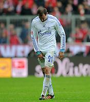 FUSSBALL   1. BUNDESLIGA  SAISON 2011/2012   23. Spieltag  26.02.2012 FC Bayern Muenchen - FC Schalke 04        Christoph Metzelder (FC Schalke 04) verletzt