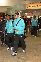 LONDRES, INGLATERRA, 17 JULHO 2012 - DESEMBARQUE SELECAO BRASILEIRA OLIMPICA EM LONDRES - Lucas (E) da selecao masculina olimpica de futebol desembarca no Aeroporto de Heathrow em Londres na Inglaterra, nesta terca-feira, 17. (FOTO: GUILHERME ALMEIDA / BRAZIL PHOTO PRESS).