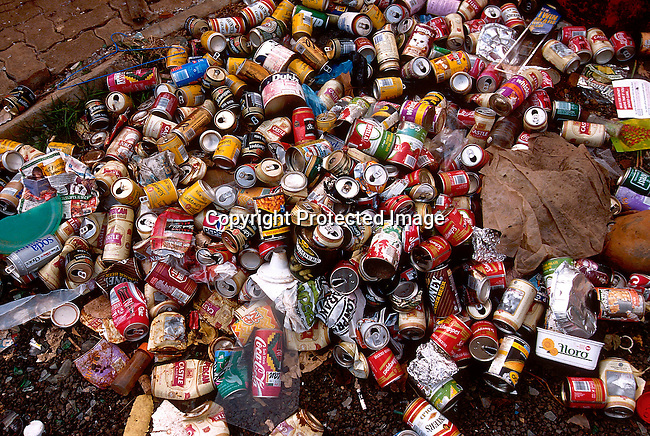 EIPOLLU21024.Environmental Issues. Pollution. Garbage / waste. Garbage collecting and recycling in Johannesbury. 96. Tins, cans, plastic bottles, glass..©Per-Anders Pettersson/iAfrika Photos