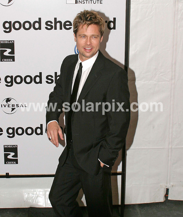 ALL ROUND PICTURES FROM SOLARPIX.COM.SYNDICATION RIGHTS FOR UK, SOUTH AFRICA, DUBAI, AUSTRALIA..Angelina Jolie and Brad Pitt - The Good Shepherd World Premiere - Arrivals - Ziegfeld Theatre - New York, NY..DATE: 11/12/2006-JOB REF: 3157-PHZ.**MUST CREDIT SOLARPIX.COM OR DOUBLE FEE WILL BE CHARGED**