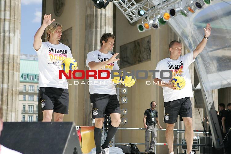 UEFA Euro 2008 Fan Meile Berlin - Empfang der Deutschen Mannschaft am Brandenburger Tor <br /> <br /> Rene Adler ( Germany / Mittelfeldspieler / Midfielders /  Leverkusen #23) Jens Lehmann (Germany / Torh&uuml;ter / Goalkeeper /  VFB Stuttgart #1)  Robert Enke (Germany / Torh&uuml;ter / Goalkeeper /  HANNOVER #12) <br /> <br /> Foto &copy; nph (  nordphoto  )<br /> <br /> <br /> <br />  *** Local Caption ***