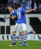 FUSSBALL   1. BUNDESLIGA   SAISON 2011/2012    11. SPIELTAG FC Schalke 04 - 1899 Hoffenheim                            29.10.2011 Schalker Torjubel nach dem 3:1: Klaas-Jan HUNTELAAR (li) und Julian DRAXLER (v.l)
