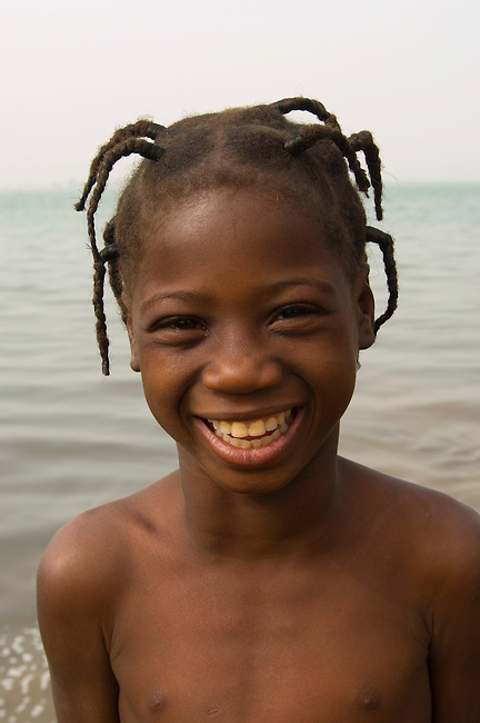 MALI, SEGOU, NIGER RIVER BANK,  PORTRAIT OF LOCAL GIRL