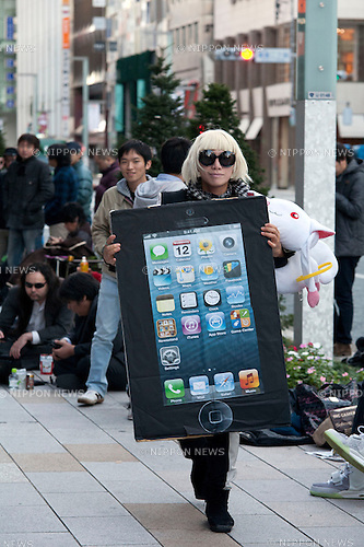 November 2, 2012, Tokyo, Japan - A fan wears custom and wait outside Apple Store to get the iPad mini. More than 300 fans lined up outside the Apple Store in Ginza, to buy the iPad mini. (Photo by Rodrigo Reyes Marin/AFLO)..