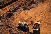 Engins sur la mine de nickel de Koniambo, Koné, Nouvelle-Calédonie