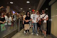 """Auftritt von """"Uwulena"""" am Frankfurter Flughafen vor den vergeblich wartenden Fans<br /> Fans warten am Frankfurter Flughafen auf die DFB-Elf *** Local Caption *** Foto ist honorarpflichtig! zzgl. gesetzl. MwSt. Auf Anfrage in hoeherer Qualitaet/Aufloesung. Belegexemplar an: Marc Schueler, Alte Weinstrasse 1, 61352 Bad Homburg, Tel. +49 (0) 151 11 65 49 88, www.gameday-mediaservices.de. Email: marc.schueler@gameday-mediaservices.de, Bankverbindung: Volksbank Bergstrasse, Kto.: 151297, BLZ: 50960101"""