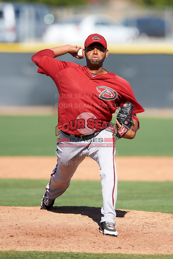 Arizona Diamondbacks minor league pitcher Enrique Burgos #39 during an instructional league game against the Los Angeles Angels at the Tempe Diablo Minor League Complex on October 1, 2012 in Tempe, Arizona.  (Mike Janes/Four Seam Images)
