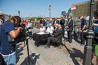 Pressekonferenz am Donnerstag den 23. August 2018 u.a. mit Lothar de Maiziere, letzter DDR- Ministerpraesident, Sabine Bergmann-Pohl, Praesidentin der letzten Volkskammer der DDR, Guenter Nooke, ehemaliger DDR-Buergerrechtler und Wolfgang Thierse ehemaliger Bundestagspraesident zum geplanten Freiheits- und Einheitsdenkmal, welches nach Willen der Initiatoren vor dem wiedererrichteten Berliner Stadtschloss gebaut werden soll.<br /> Am Tisch sitzend vlnr.: Sabine Bergmann-Pohl, Wolfgang Thierse, Lothar de Maiziere und Guenter Nooke.<br /> Hinten stehend in der Mitte: Sebastian Letz, Architekt und Kreativdirektor.<br /> 23.8.2018, Berlin<br /> Copyright: Christian-Ditsch.de<br /> [Inhaltsveraendernde Manipulation des Fotos nur nach ausdruecklicher Genehmigung des Fotografen. Vereinbarungen ueber Abtretung von Persoenlichkeitsrechten/Model Release der abgebildeten Person/Personen liegen nicht vor. NO MODEL RELEASE! Nur fuer Redaktionelle Zwecke. Don't publish without copyright Christian-Ditsch.de, Veroeffentlichung nur mit Fotografennennung, sowie gegen Honorar, MwSt. und Beleg. Konto: I N G - D i B a, IBAN DE58500105175400192269, BIC INGDDEFFXXX, Kontakt: post@christian-ditsch.de<br /> Bei der Bearbeitung der Dateiinformationen darf die Urheberkennzeichnung in den EXIF- und  IPTC-Daten nicht entfernt werden, diese sind in digitalen Medien nach &sect;95c UrhG rechtlich geschuetzt. Der Urhebervermerk wird gemaess &sect;13 UrhG verlangt.]