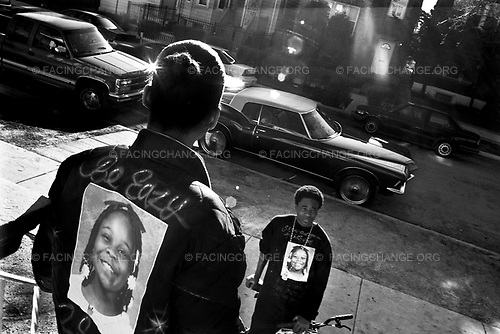 Chicago, Illinois, USA<br /> May 2007<br /> <br /> Members of the White family mourn at their home two days after the killing of 10 year-old Siretha White.  Siretha was killed by stray bullets from a conflict between rival gang members in Chicago's Englewood neighberhood. She died two days before her  11th birthday on March 11, 2006.