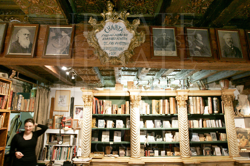 L'interno dell'antica legatoria e libreria Charta, a Venezia.<br /> Interior view of the old bookbindery and bookshop Charta, in Venice.<br /> UPDATE IMAGES PRESS/Riccardo De Luca