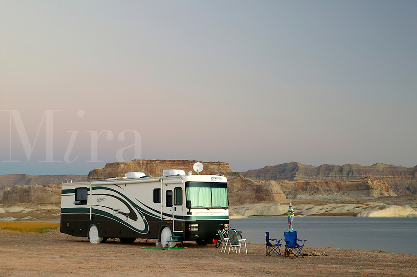 Camping at the Lone Rock Primitive Campground, Lake Powell and the Glenn Canyon Recreation Area, Utah.  This is near Page, Arizona