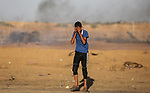 Palestinian protesters clash with Israeli troops following the tents protest where Palestinians demand the right to return to their homeland at the Israel-Gaza border, in Khan Younis in the southern Gaza Strip, on October 11, 2019. Photo by Ashraf Amra